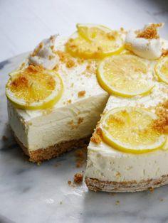 Lemon Ricotta Cheesecake, Lemon Cheesecake Recipes, Cheesecake Mix, Lemon Dessert Recipes, No Bake Desserts, Sweet Recipes, Ricotta Dessert, Italian Cheesecake, Lemon Recipes
