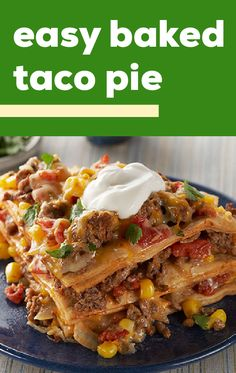 Find out how to make this Easy Baked Taco Pie. From ground beef and veggies to the dollop of sour cream on top, this Easy Baked Taco Pie ha. Good Food, Yummy Food, Tasty, Comida Latina, Le Diner, 21 Day Fix, Tex Mex, Enchiladas, Food Dishes