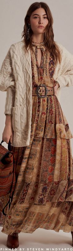Etro Pre-Fall 2020 Fashion Show Autumn Dress Knitting , lace processing is the most beautiful hobbies that women can not give up. Interesting knitting i. Moda Fashion, Knit Fashion, 70s Fashion, Fashion 2020, Urban Fashion, Fashion Show, High Fashion Dresses, Fashion Poses, Spring Fashion Casual
