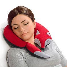 Un zorro dormido que es una almohada de viaje                                                                                                                                                      Más