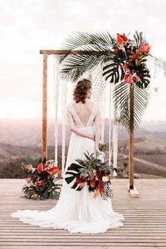 18 Tropical Wedding Arches and Altars boho chic tropical wedding arch ideas Wedding Arch Rustic, Diy Wedding Backdrop, Wedding Altars, Boho Wedding, Floral Wedding, Destination Wedding, Wedding Decorations, Dream Wedding, Trendy Wedding