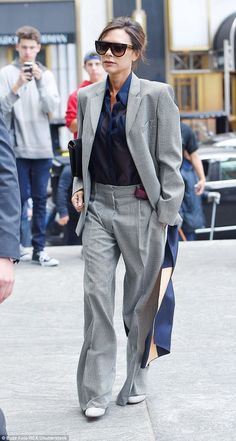 Victoria Beckham channels androgynous chic in wide-leg trouser suit - In good condition: Her brunette tresses were styled in a chic bun - Mode Victoria Beckham, Victoria Beckham Outfits, Suit Fashion, Work Fashion, Womens Fashion, Style Fashion, Vic Beckham, Posh Beckham, Paar Style