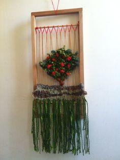 Naranjo tejido en lana y musgos naturales con marco rústico de rauli