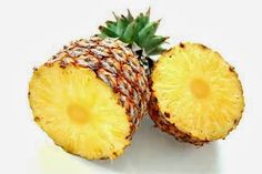 Try this DIY pineapple face mask to gently exfoliate dead skin cells and add a soft glow to your complexion. This is great for dry or acne prone skin. Pineapple Face, Pineapple Syrup, Pineapple Salad, Canned Pineapple, Pineapple Slices, Eating Pineapple, Crushed Pineapple, Tortitas Light, Smoothie Recipes