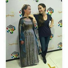 Anna Popplewell with a Susan Pevensie cardboard cut-out. Susan Pevensie, Lucy Pevensie, Peter Pevensie, Edmund Narnia, Narnia Cast, Narnia 3, Narnia Movies, Chronicles Of Narnia Books, Anna Popplewell