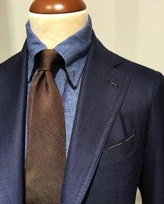 Darker shades of blue. And brown. #Gabucci #erricoformicola #lardini #mazzarelli #menswear #ss16  (på/i Gabucci)