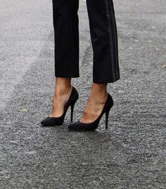 Юлия Жукова хочет : Классические черные туфли