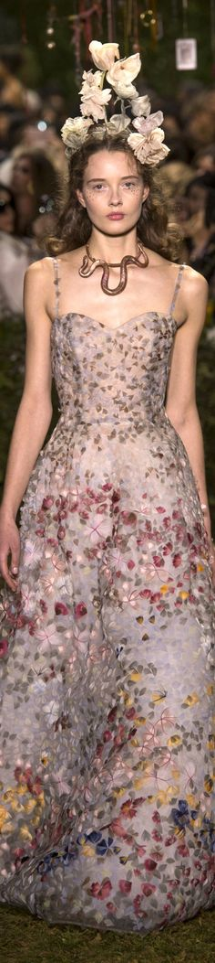 Dior - Spring 2017 Couture Fashion Show Christian Dior Couture, Dior Haute Couture, Couture Fashion, Pretty Dresses, Beautiful Dresses, Fancy Gowns, Pink Gowns, Spring Couture, Ring Verlobung