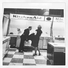 Throw back Thursday to National Hone show 1999 - for the love of the #dishwasher with @kitchenaid @kitchenaid_ca #tbt #kitchenaid #blackandwhite #photography #1999 #nationalhomeshow #appliances