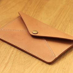 100% Hand-stitched Vegetable Tanned Leather Case por AnneSoye