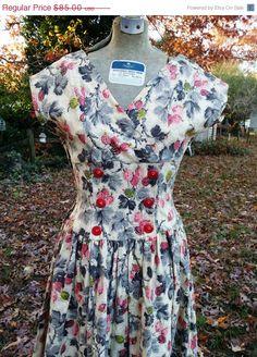 e708488893fc Beautiful 50s Dress / Vintage Sundress / 50s Sundress/ Vintage Dress / Floral  Dress Estimated Size 0