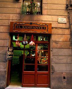 El Xampanyet! Barcelona's best Tapas place. Molt be!