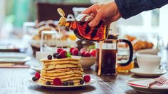 This article takes a detailed look at maple syrup, a natural sweetener that is claimed to be more nutritious and healthier than sugar. What Is Maple Syrup, Best Maple Syrup, Organic Maple Syrup, Peameal Bacon, Canadian Food, Canadian Maple, Dessert Sauces, Nutrition, Honey