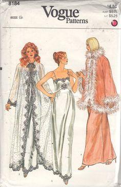 1980s Vogue 8184 Misses Nightgown Negligee Peignoir door mbchills