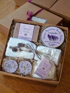 """From """"Lovely Greens - Isle of Man"""" : Beautiful! From """"Lovely Greens - Isle of Man"""" Diy Gift Box, Diy Box, Gift Box For Men, Custom Gift Boxes, Diy Birthday, Birthday Gifts, Diy Cadeau, Wine Gift Baskets, Spa Gifts"""