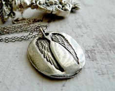 Guardian Angel Wing Inscribed Silver Necklace. Ask Believe Receive. Fine Silver Jewelry. Artisan Jewelry op Etsy, £53.33