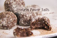 Raw Power Protein Balls with cacao, hemp, chia and flax seeds - 2 teaspoons hemp protein 2 tablespoons ground flax seed 1 teaspoon chia seeds 5 tablespoons ground almonds 2 tablespoons cacao 1 tablespoon maple syrup (or alternative) ½ teaspoon vanilla extract Extra ground almond for rolling (optional)