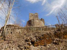 http://lemiefotosulblog.altervista.org/torriglia-ge-i-resti-del-castello-dei-fieschi/