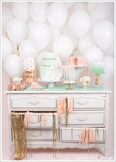 Cute party idea!  Love the colers and the baloon backdrop.