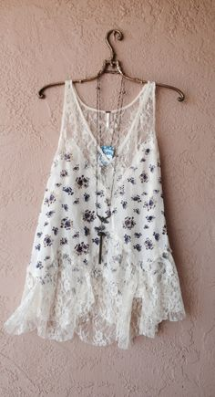 Free People Gatsby floral lace slip Casual Chique, Boho Hippie, Cut Loose, Camisoles, Boho Outfits, Fashion Outfits, Blue Roses, Lace Slip, Boho Fashion