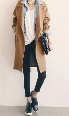 Camel trench coat / blue high waisted jeans / denim shirt
