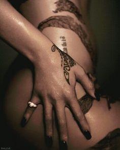 Conheça as mais de 20 tatuagens da Rihanna