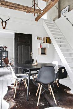 Bantorget 11 B, Lund - Centrum, Lund — Bjurfors Salvaged Furniture, Painted Furniture, Scandinavian Interior, Decoration, Vintage Decor, Interior Design, Chair, Lund, House Tours
