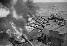HMS_Rodney,_firing_a_salvo_(Warships_To-day,_1936).jpg (1007×701)