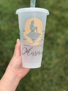 disney cups Disney Inspired Personalized Starbucks Venti Reusable Cold Cup The Little Mermaid, Princesses, Ariel Personalized Starbucks Cup, Custom Starbucks Cup, Personalized Cups, Starbucks Cup Design, Starbucks Venti, Disney Cups, Disney Disney, Custom Cups, Mermaid Diy