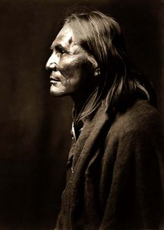 You are looking at a beautiful picture of Alchise the Apache Indian. It was created in 1906 by Edward S. Curtis. The picture presents Alchise would have been part of one of the last generations of wild Indians. We have created this collection of illustrations primarily to serve as a valuable educational tool. Contact curator@old-picture.com. Image ID# C588573E