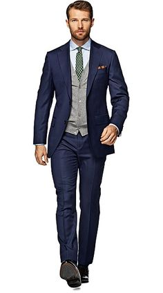 Suitsupply Suits: Soft-shoulders, great construction with a slim fit—our tailored, washed and formal suits are ideal for any situation. Look Formal, Formal Suits, Men Formal, Mens Fashion Suits, Mens Suits, Suit Supply, Navy Blue Suit, Navy Suits, Light Blue Shirts