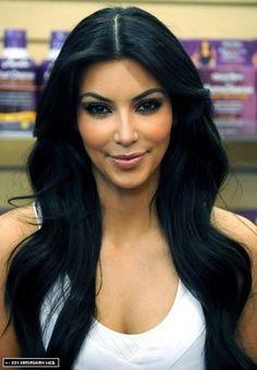 Kim Kardashian having women dye there hair jet black since Kim Kardashian 2009, Kim Kardashian Images, Kardashian Nails, Kardashian Jenner, Pretty Hairstyles, Girl Hairstyles, Black Hairstyles, Brunette Beauty, Hair Beauty