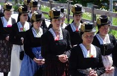 Ein Prosit auf die Stoppelrübe Krautingerwoche in den Kitzbüheler Alpen - Trachten, Traditionen und Rüben-Kreationen