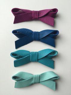 Genuine leather hair bow 'Juliet' / petite by LeatherandLaceBows
