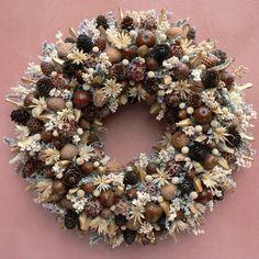 Plody podzimu / Zboží prodejce KYTKA DESIGN | Fler.cz Christmas And New Year, Christmas Home, Christmas Crafts, Christmas Ornaments, Autumn Wreaths, Holiday Wreaths, Holiday Decor, Bunting, Pine Cone Crafts