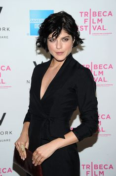 Selma Blair  -- with her straight bob, Selma is able to add some waves and make it look a bit messy but still classy.