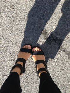 Sandals would look better with just two straps. Sock Shoes, Cute Shoes, Me Too Shoes, Shoe Boots, Shoes Heels, Black Sandals, Leather Sandals, Black Heels, Look Fashion