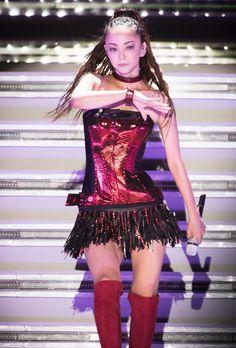 NHKが安室奈美恵(40)のために用意している時間は20分。過去の紅白で、1人で最も長く歌唱した1990年の長渕剛(61)のドイツ・ベルリンからの約15分間の生中継を超えることになる。