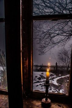 Candle in front of a window, foggy day , winter. - Candle in front of a window, foggy day , winter. Winter Szenen, Winter Night, Winter Time, Winter Christmas, Cold Night, Farmhouse Candles, Window View, Rain Window, Snowy Window