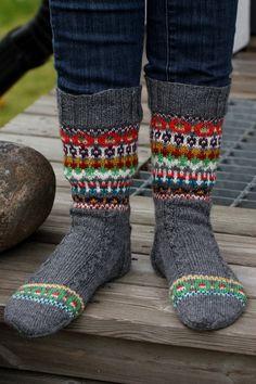 Telenor E-post :: Vi fant noen nye Pins til Knitwear-tavlen din Crochet Socks, Knitted Slippers, Wool Socks, Knitting Socks, Hand Knitting, Knitted Hats, Knit Crochet, Knitting Patterns, Lots Of Socks