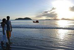 A Praia Vermelha do Norte, em Ubatuba, tem ondas fortes, areia grossa e a boate…