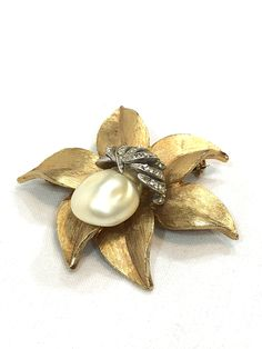 Gold 3D Heavily Detailed Flower Brooch Vintage Jewelry