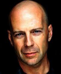 Bruce Willis, ja tästä herrasta ei muuta varmasti tarvitsekkaan sanoa kuin tämä todistaa että kaljut miehet ovat komeita.