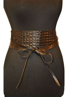 This would be a great belt for over a big baggy tunic Wide Leather Belt, Leather Corset, Leather Belts, Leather Jewelry, Black Leather, Women's Belts, Obi Belt, Corset Belt, Cinto Obi