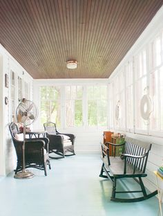 love the dark ceiling and white walls and floors Enclosed Porches, Decks And Porches, Colored Ceiling, Ceiling Color, Dark Ceiling, Back Porch Designs, Porch Enclosures, Sunroom Addition, Porch Ceiling
