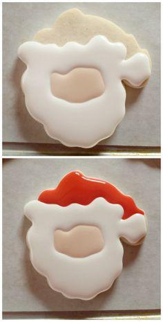 Decorated-Santa-Cookie-2 Com glacê cor de pele preencha a parte interna do desenho que já foi feito, formando o rosto do Papai Noel. Contorne e preencha também a área do chapéu com o corante vermelho. Deixe secar por 1 hora.