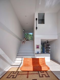 MB Architecture stacks shipping containers to form Amagansett holiday home Architecture Details, Modern Architecture, Sustainable Architecture, Geometric Pool, Wood Staircase, Staircases, Stairs, Indoor Outdoor Living, Decoration Design