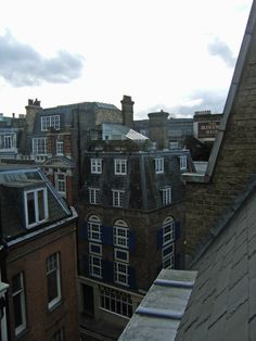 sometimes I dream that I'm jumping from rooftop to rooftop in London!