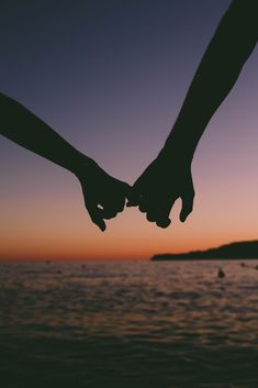 17 couples with the best chance of a long-term relationship. - 17 couples with the best chance of a long-term relationship. Based on their zodiac sign. – The po - Holding Hands Pictures, Hand Pictures, Cute Couple Pictures, Pictures Images, Couple Photos, Free Images, Most Romantic Pictures, Love Photos, In Love Pics