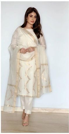Best Trendy Outfits Part 5 Dress Indian Style, Indian Dresses, Indian Outfits, Pakistani Dresses Casual, Pakistani Dress Design, Kurta Designs Women, Salwar Designs, New Kurti Designs, Ny Dress